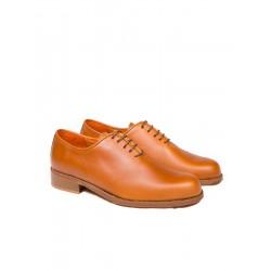 Zapato de piel con suela de cuero
